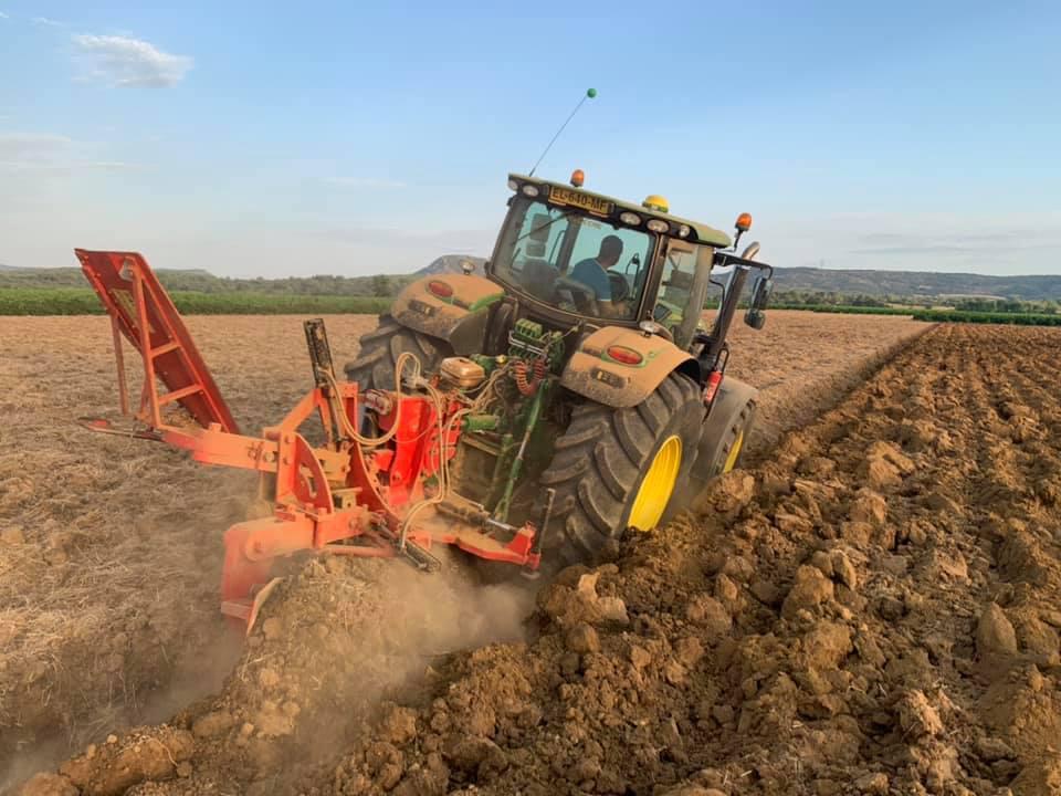 Défoncement de terre agricole